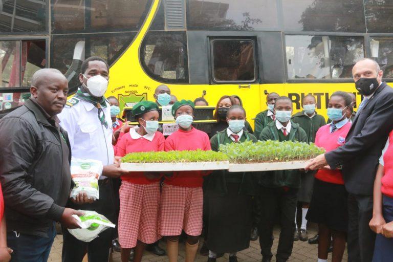 Munya hands over seedlings